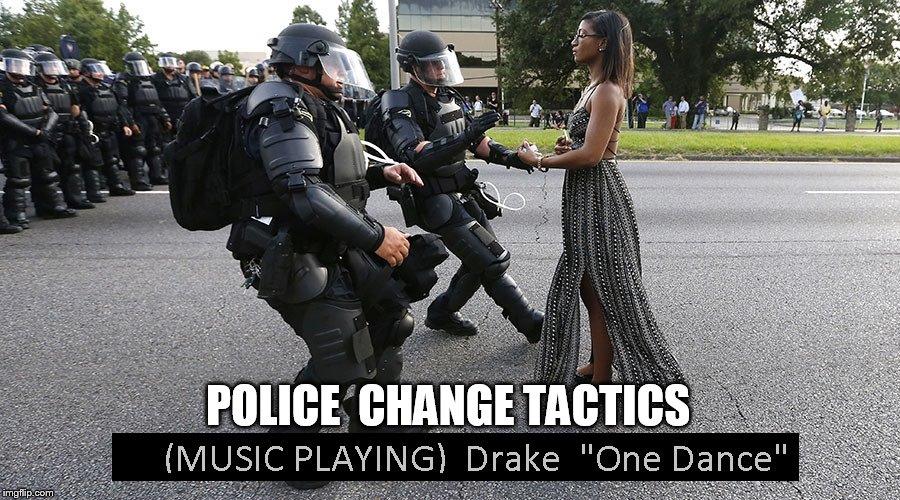 Drake Funny Dance Meme : Donald trump dances to drake s hotline bling on snl video