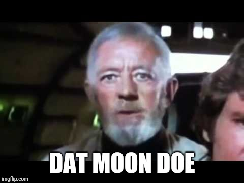 That's no moon | DAT MOON DOE | image tagged in that's no moon | made w/ Imgflip meme maker